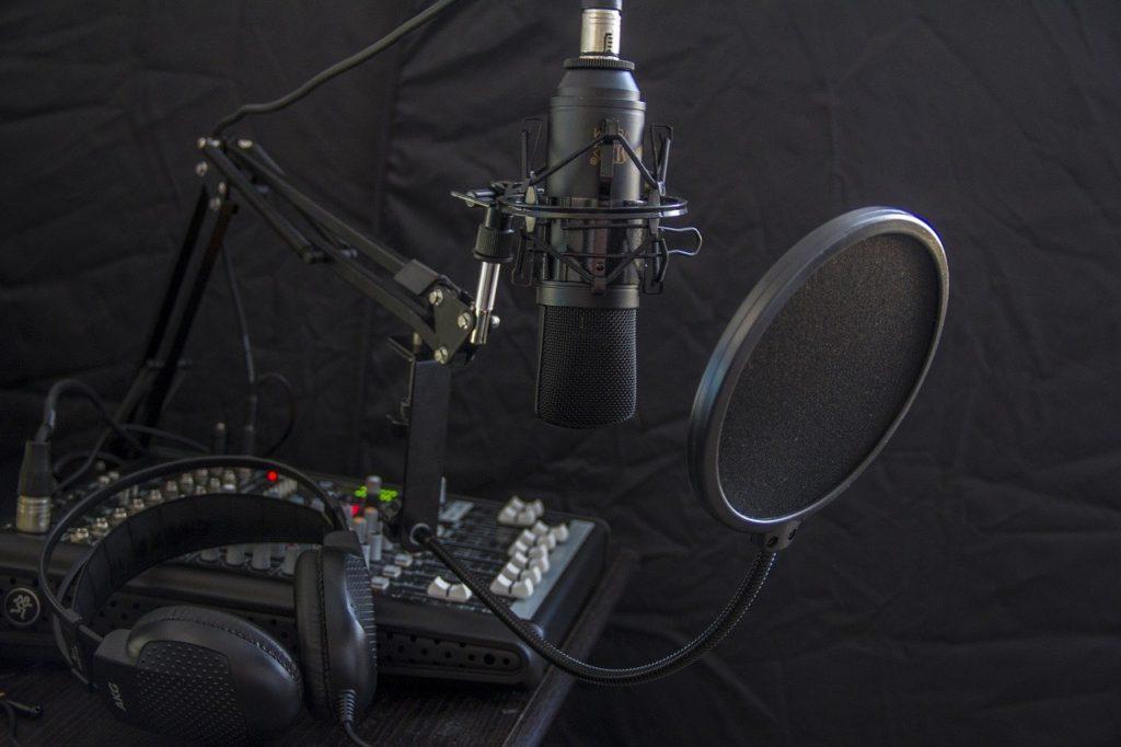 microphone, headphone, headset-616788.jpg